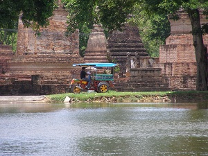 Ruins and tuk tuk at Sukhothai