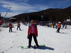 A goofy snowboarder
