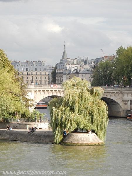 A pretty bridge over the River Seine